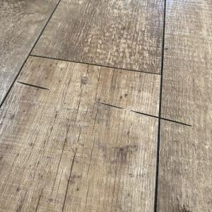 うっかりミス!床を丸ノコで切っちゃった!