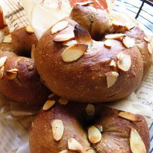 コーヒーベーグルなど、今日のパン