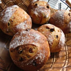 レーズンカンパーニュなど、今日、パン焼いています。