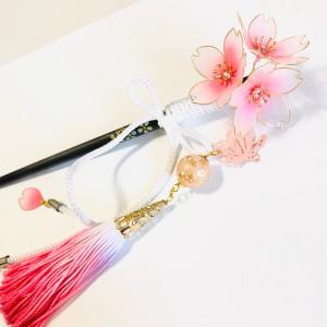 夜桜和かんざしと桜の花びらイヤーフック