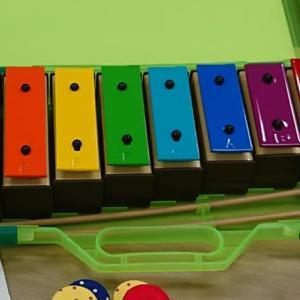 お勧めの楽器♪虹色の鉄琴
