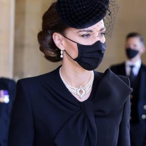 エディンバラ公のお葬式でキャサリン妃がつけていたのは日本の真珠のチョーカー