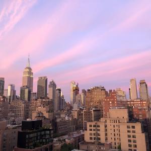 生き残るひととマンハッタンの夕陽。