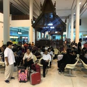 ナコンパノム空港は混んでいた