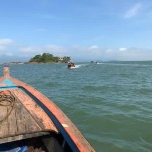 ラノーン沖タイ領サラニ島通過