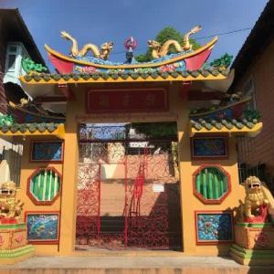 コータウン観音廟門