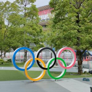 オリンピックミュージアムとブルーインパルス