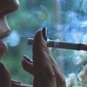 【悲報】喫煙者はスルー
