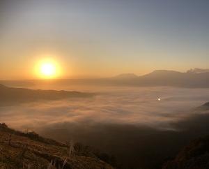 日の出と雲海そして紅葉