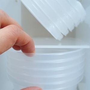 片づけのプロによる「保存容器」を増やさない持ち方と収納方法