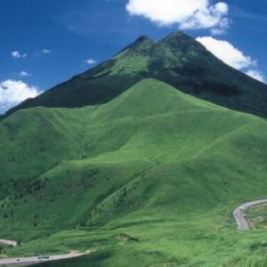 大分の山々は樹木がほとんど無くて山自体が草原で美しい!樹が無い理由は?