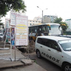 ヤンゴンの早朝に到着した大問題バス