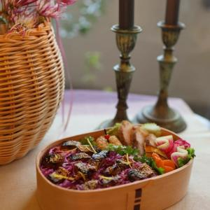 微妙な色ですが・・・紫キャベツとサンマのごはんお弁当