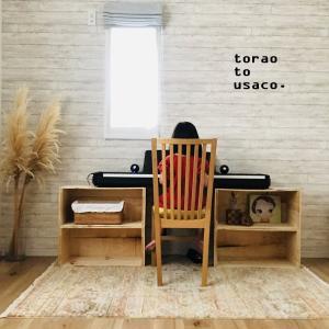*りんごの木箱。と電子ピアノ。*