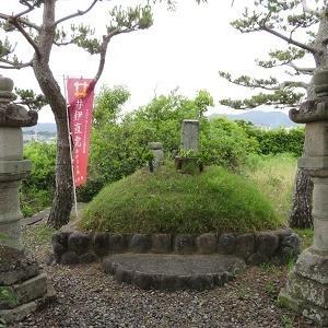 都田川湖畔の井伊直親の墓