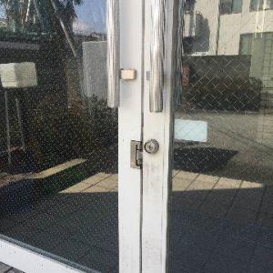 共用玄関の鍵交換