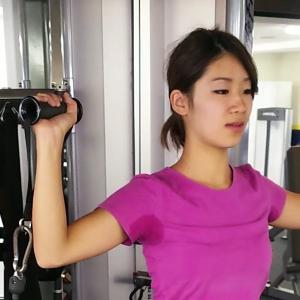 ケーブルマシンで美しい肩と二の腕を手に入れる!ショルダープレス