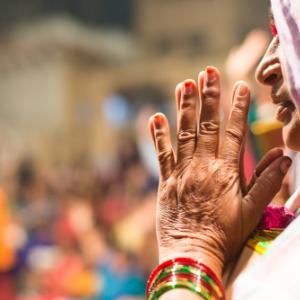 Varanasi-4, India〜新婚旅行編・イケメン司祭が舞う!プージャ・ナイト〜
