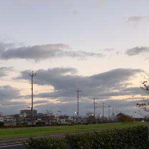第2,853回(2020.11.21)雲の変化を眺めながら早朝散歩を楽しむ♪