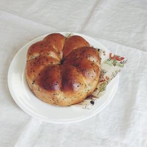 黒胡麻チーズのむっちりパン