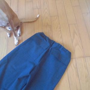 洗濯替えのネイビー色のパンツが出来上がりました