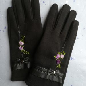 手袋に刺繍♪