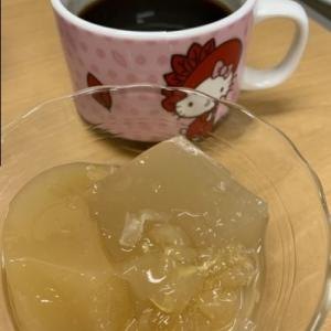 センターおやつ「紅茶と果物ゼリー」