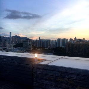 香港セレブ邸ペントハウスで屋上BBQ