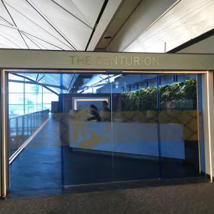 香港国際空港センチュリオンラウンジ、ベールに包まれたドアの奥