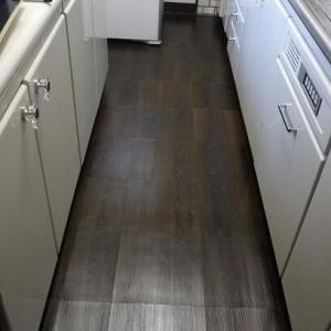キッチンの床にダイソーのフローリングマットを と ベランダ掃除