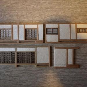 腹痛死(自分) と おそ松さんの家模型