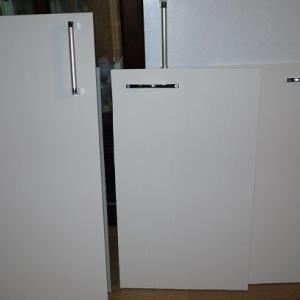 実家の汚台所の断捨離と掃除:キッチン扉をリメイク2