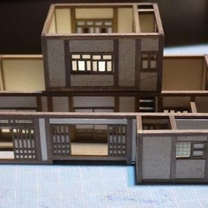廃屋を蘇らせる模型:水回りと屋根