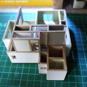 クレヨンしんちゃんの家模型:2階 と ピアノマン