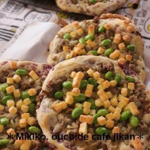 グリーンキーマカレーのピッツァ&小麦ふすまのローズケーキ~今月のパン教室