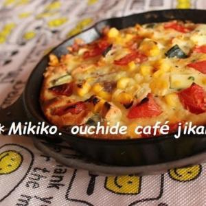 スキレットで野菜とチーズの米粉マフィン