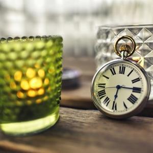 お金と時間はつながっている!心豊かに時間を過ごすことで近い未来の収入につながるかも