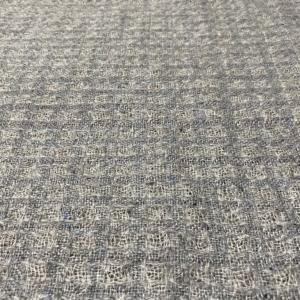 山形のセーター屋さんの毛糸でストールを織ってみました。