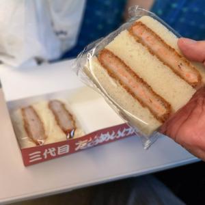 真っ黒な有名シェフ監修のサンドイッチは定番の美味しさでした!