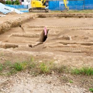 地主「建物建てようとしたら遺跡がでてきたわ…」役所「!!!」シュババババ(走り寄ってくる音)