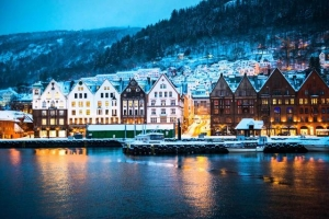 世界の都市当てクイズ  66の解答 「極夜・白夜のある街です。」