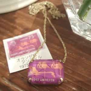 ◆オーダー品 フラミンゴ切手のネックレス (オランダ領アンティル)