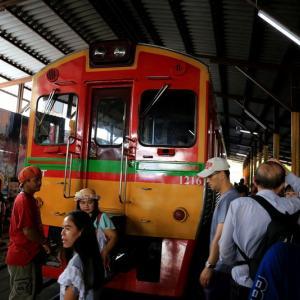 メークロン市場(パタパタマーケット)から鉄道の旅