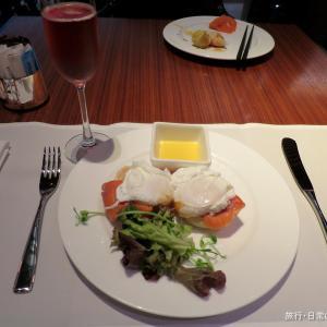 香港空港でファーストクラスラウンジをハシゴ