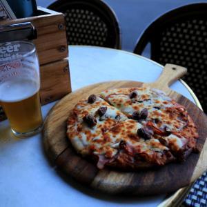 オーストラリアンヘリテージでピザとクラフトビールを堪能
