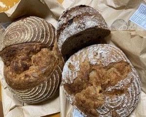 定期購入したドイツパンのオープンサンド
