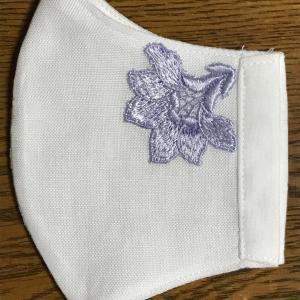 刺繍のモチーフがおしゃれなマスク そして 大島紬の楽しいお仕事