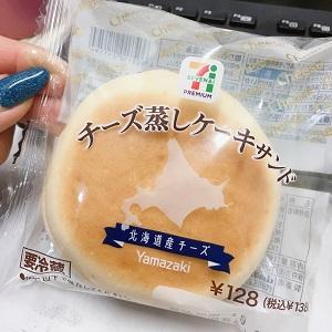 セブンの チーズ蒸しケーキサンド