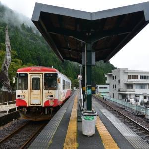カーブした駅舎があります 三重岐阜私鉄旅24
