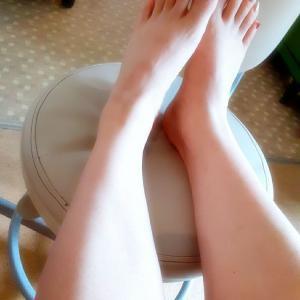 ..今日の脚爪先ペディ♡カラフルつま先❤